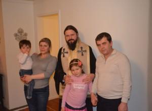 Familia Nan acasa cu PS Episcop Macarie 1